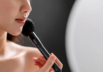美容部員が実践!化粧崩れを防ぐ裏ワザ&推奨アイテムって?