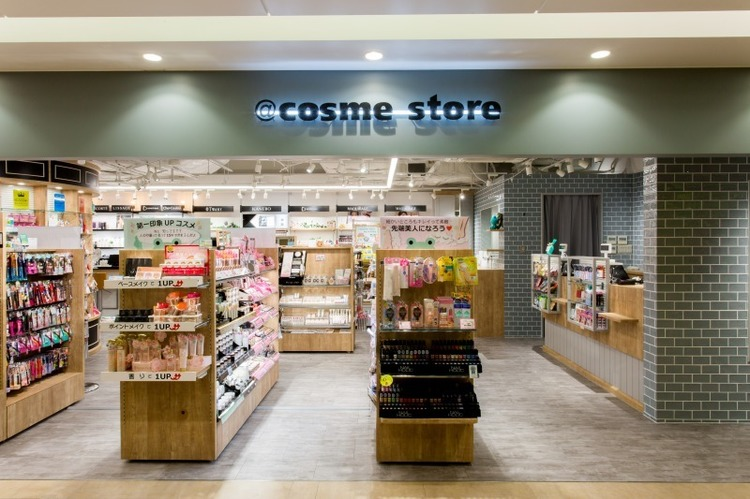 @cosme STORE アミュエスト博多店